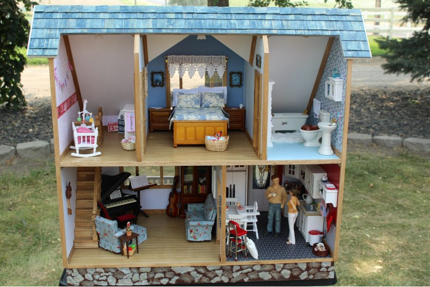 13 yr old's first place fair, first dollhouse ~ Michelle